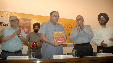 The Punjab Governor and Administrator, Union Territory, Chandigarh, Gen. (Retd.) S. F. Rodrigues, releasing the book GURU NANAK: HIS LIFE & TEACHINGS (Hindi) by Roopinder Singh. Others on the dais are H. K. Dua, Editor-in-Chief of the Tribune (extreme left), Prof B. N. Goswamy (third from left), and the author (right).