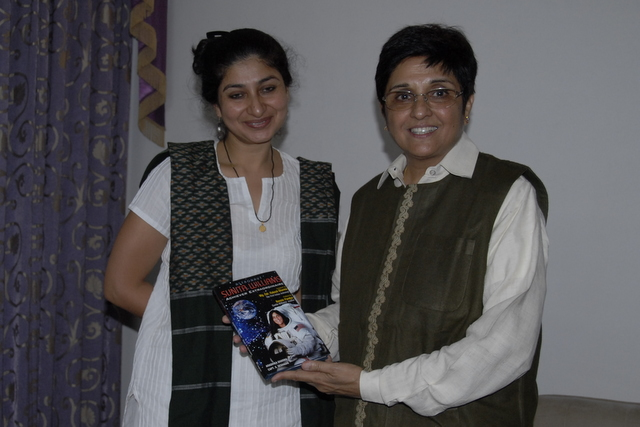Aradhika Sharma and Dr Kiran Bedi interacting over tea