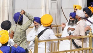Members of SGPC task force and activists of SAD (Amritsar) and other radical Sikh outfits clashing with each other at the Akal Takht in Amritsar on June 6, 2014. Pphoto by Vishal Kumar